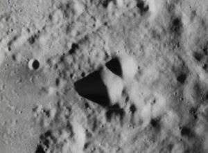 Otras dos pirámides en la Luna.