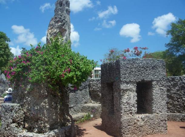 Cómo Leedskalnin logró transportar y montar los megalitos gigantes en «Coral Castle» sigue siendo un misterio