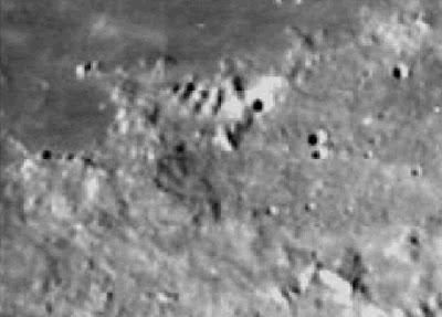 Un grupo de las pirámides sobre la Luna