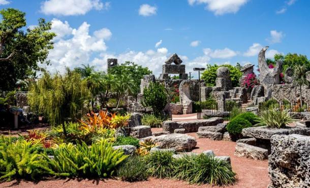 El interior de «Coral Castle» muestra un arte único