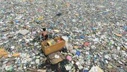 Hallan una nueva isla de plástico del tamaño de México en pleno Océano Pacífico