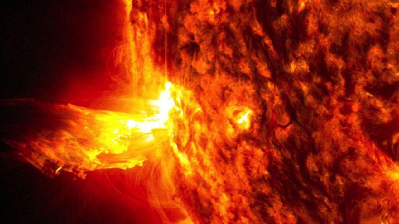 Cuarta y potente llamarada solar vuelve a golpear la Tierra (Vídeo)