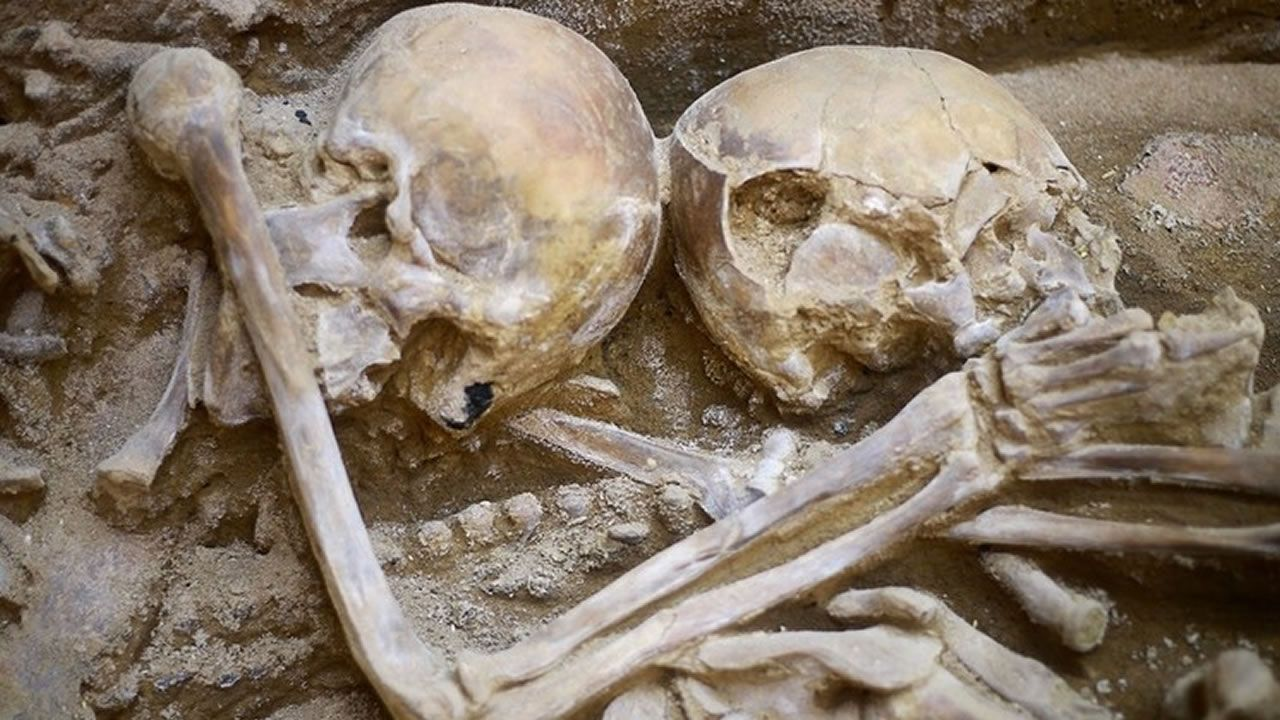 Hallan restos de ritual de sacrifico humano de hace más de 1.000 años en Perú