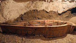 Hallan en Egipto una tumba repleta de momias y de joyas de más de 3.000 años de antigüedad