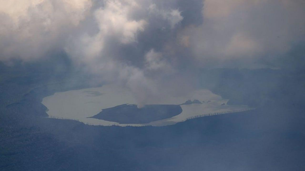 Vanuatu evacua completamente una isla por una erupción volcánica