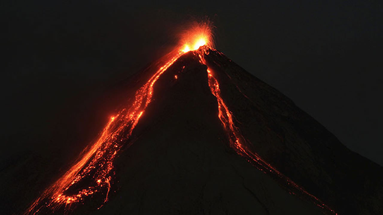 Volcán de Fuego de Guatemala entra en erupción