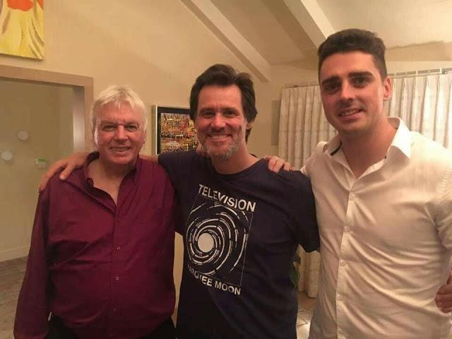 Jim Carrey con David Icke (izquierda)