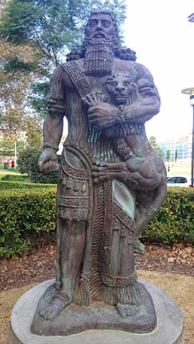 Estatua de Gilgamesh en la Universidad de Sydney