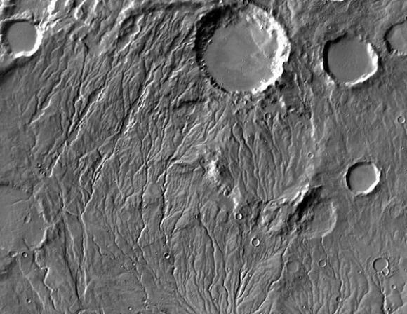 Amplias redes de valles sugieren que Marte alguna vez tuvo agua corriente.
