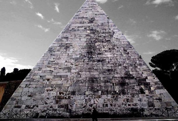 La Pirámide de Cestio