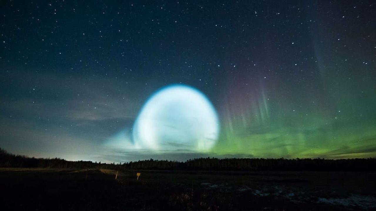 Extraña esfera de luz fue vista en el cielo de Siberia (Vídeo)