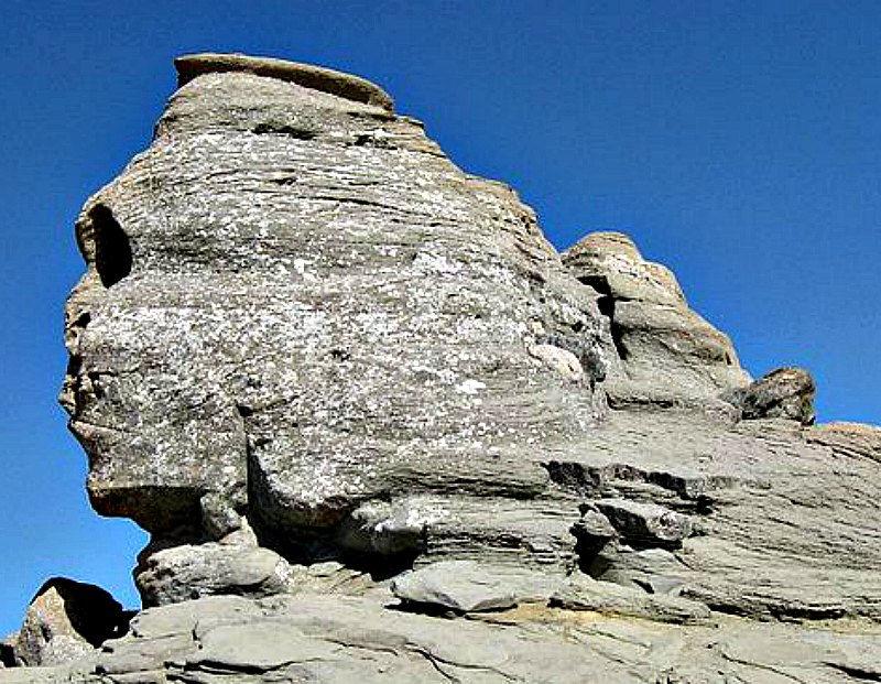 Fotografía de «La Esfinge» de los Montes Bucegi, ubicados en los Cárpatos, Rumanía.