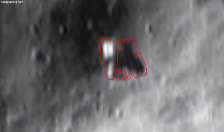 El contorno de este objeto y de su sombra nos muestra que no se trataría de una simple roca en el asteroide Eros.