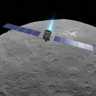 Este concepto de artista muestra la nave espacial Dawn de la NASA sobre el planeta enano Ceres, como se ve en las imágenes de la misión.