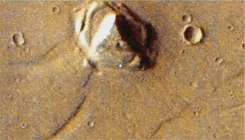 Pirámide en la superficie de Marte