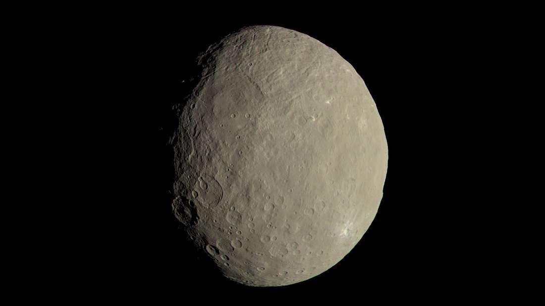 Estudio científico ha establecido que Ceres podría tener aún un océano subterráneo, que en el pasado habría sido un océano global.