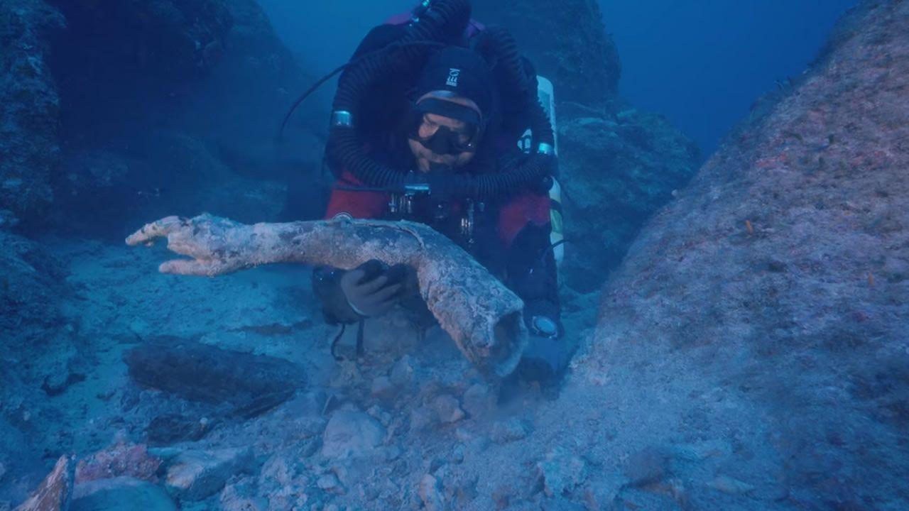 Encuentran impresionantes restos de estatuas en el naufragio de Antikythera