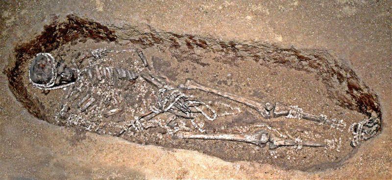 Los restos de un hombre enterrado en Sunghir hace 30,000 años