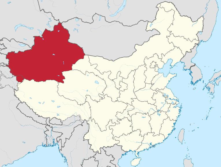 La región de Sinkiang, en rojo, está prácticamente desierta