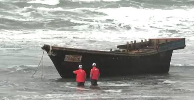 Investigadores inspeccionan el «barco fantasma»