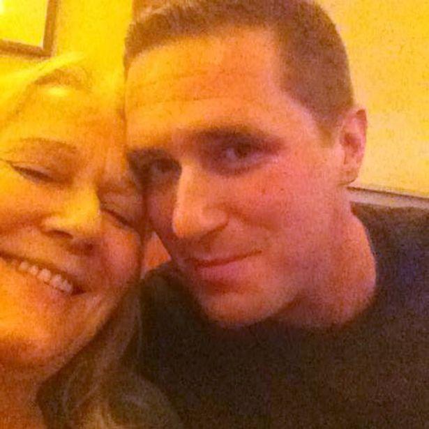 Vanessa Bates y su hijo hijo Max Spiers