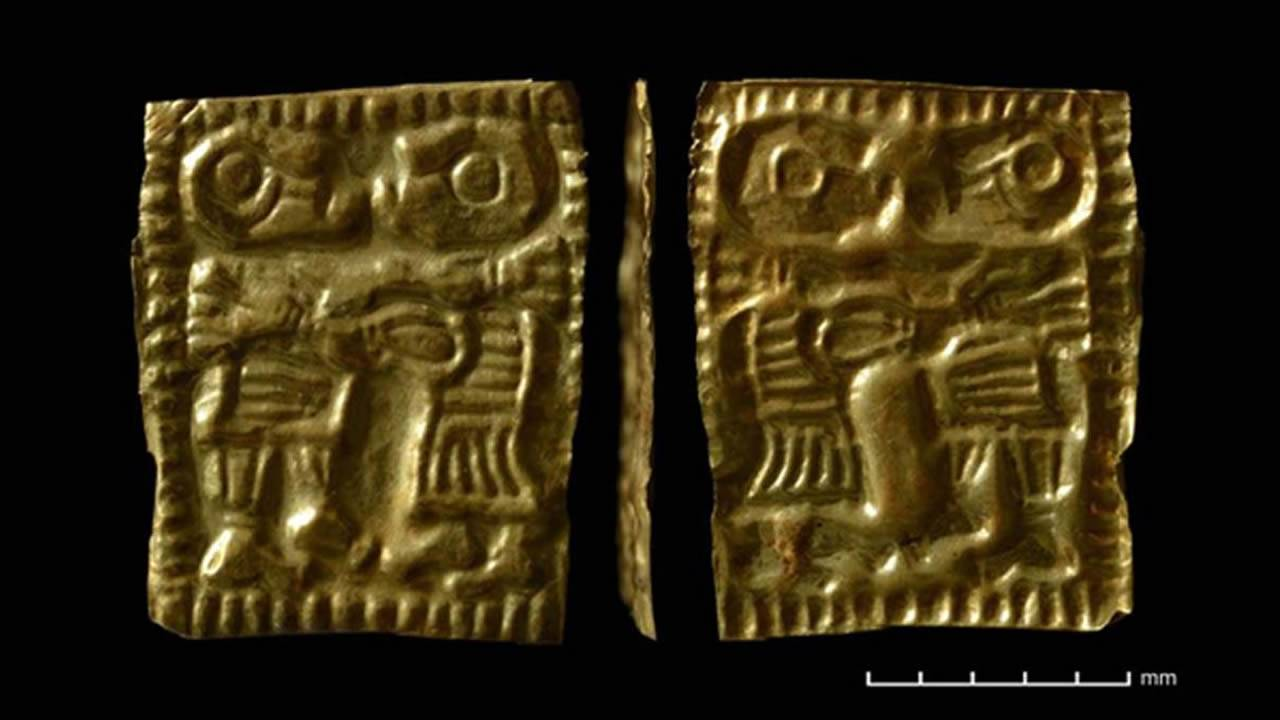 Ancestral misterio nórdico: ¿Qué representan las parejas que aparecen en miles de diminutos amuletos de oro?