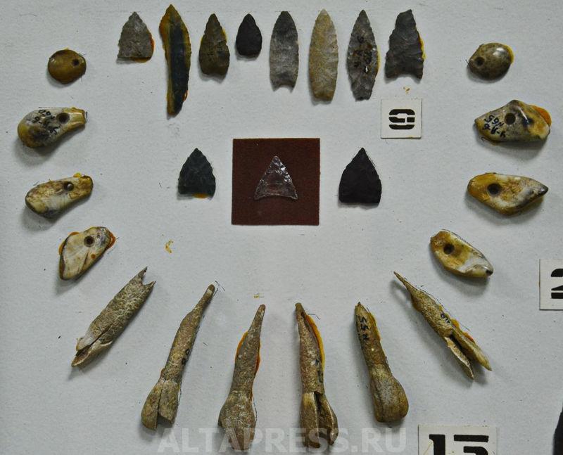 Artefactos hallados en el cementerio más antiguo encontrados en el territorio de Altai