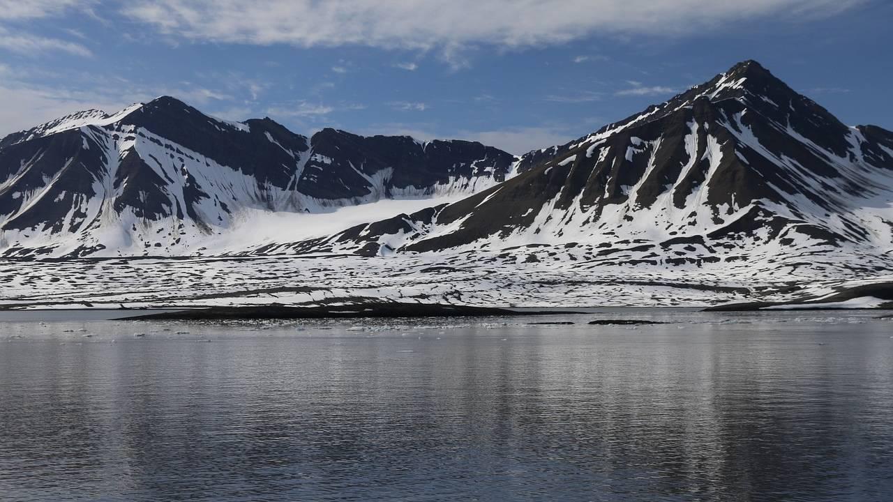 Aprueban medida para permitir perforación del Ártico y extracción de petróleo