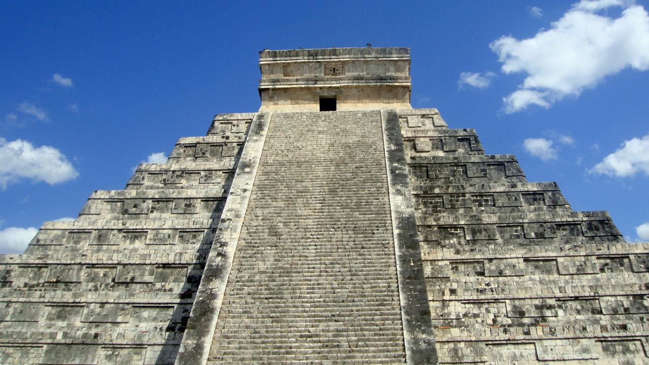 Científicos descubren un pasaje secreto en el Templo de Kukulkán