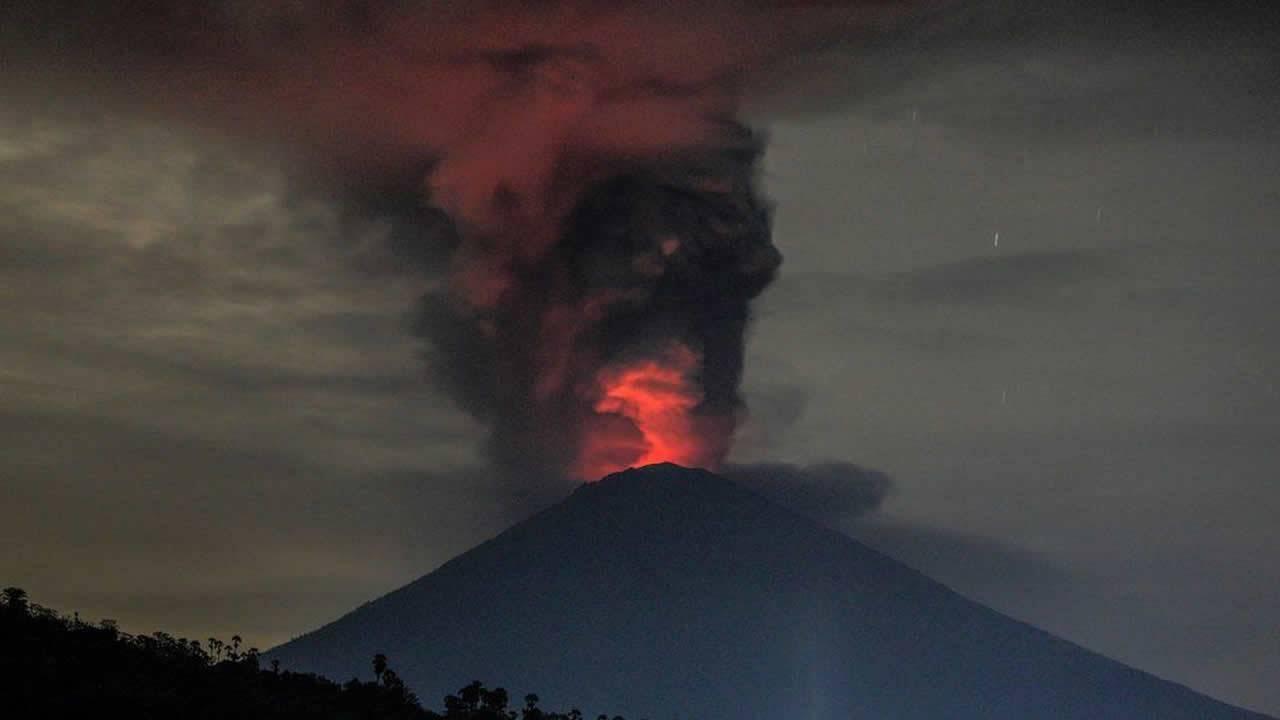 Erupción del volcán Agung podría enfriar el planeta temporalmente