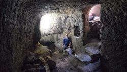 Familia descubre antiguos establos de la época romana bajo su jardín