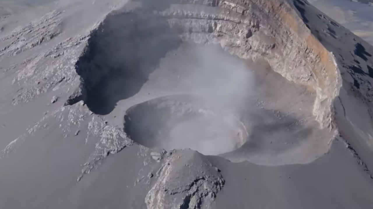 Sobrevuelo al Popocatépetl revela que cráter interno aumentó de tamaño (Vídeo)