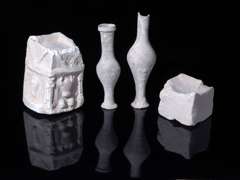 Artefactos de culto encontrados en una de las habitaciones de la estructura