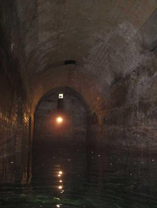 Agua del interior de uno de los túneles que existen bajo la superficie de La Valeta, Malta