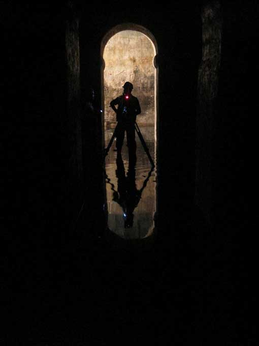 Explorando los túneles de La Valeta, Malta