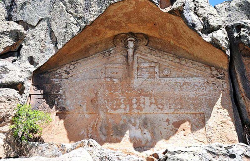 Fachada inacabada de la ciudad de Midas, Yazılıkaya, Turquía