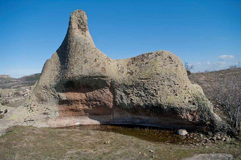 Formación rocosa en la zona más elevada de las ruinas de la Ciudad de Midas, Yazılıkaya, Han - Eskişehir, Turquía