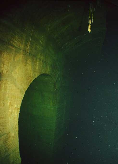 Interior de uno de los túneles existentes bajo la ciudad de La Valeta, capital de Malta