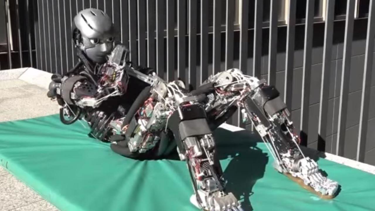 Científicos construyen un robot que suda mientras se ejercita (Vídeo)