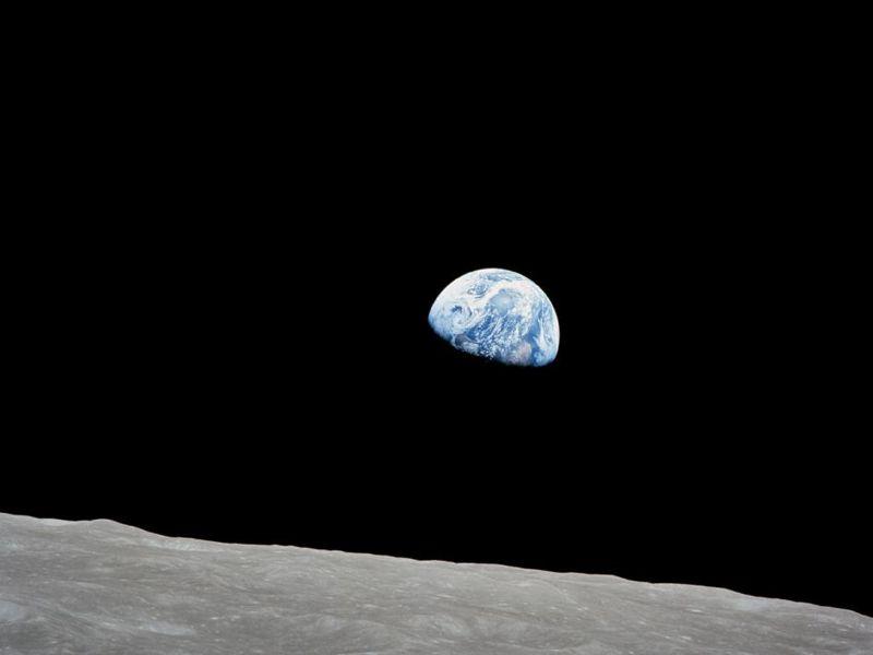 «Earthrise» o «Salida de la Tierra», tomada en 1968