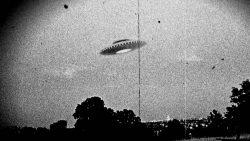 Ex oficial del Pentágono miembro de proyecto secreto afirma que alienígenas visitaron la Tierra