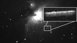 Astrónomo aficionado captura gigantesco «OVNI cigarro» cerca a Nebulosa de Orión