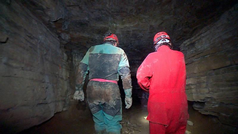 Le Blanc y Carón buscan debajo de las cuevas de St. Leonard