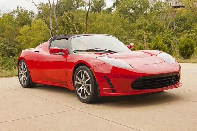 Tesla Roadster rojo