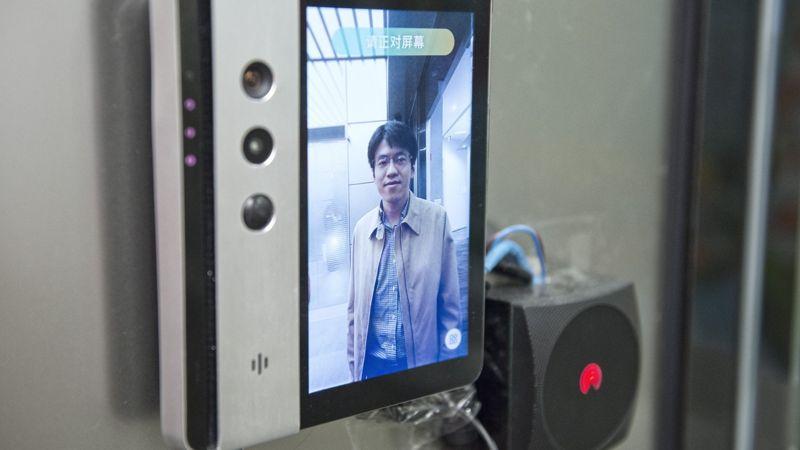 Zhu Long, cofundador y CEO de Yitu Technology, verificó su identidad en la sede de la empresa en el distrito comercial de Hongqiao en Shanghai