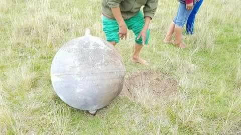 Esfera metálica descubierta en localidad de Larancahuani