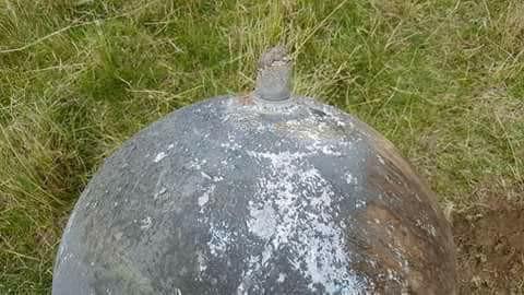 Esfera metálica descubierta en localidad de Larancahuani. Según pobladores habría caído el 27 de enero luego de ver una luz en el cielo