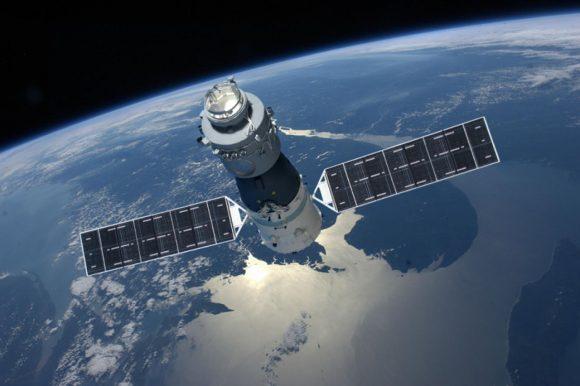 Representación artística de la estación espacial china Tiangong-1 de 8 toneladas, que se espera caiga a Tierra a mediados del año 2018