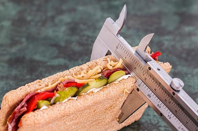 Regular la dieta brindaría resultados más rápidos para bajar de peso que hacer ejercicio