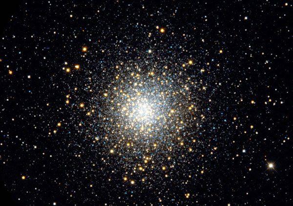 El astronauta John Glenn indicó en el audio que tuvo con el control de misión que vio su cápsula rodeada por muchas partículas luminosas y pequeñas que se movían en diferentes direcciones.